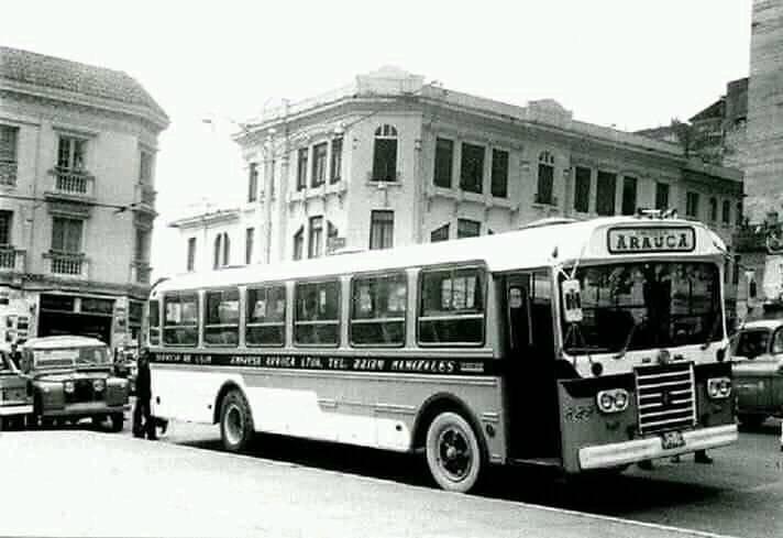 Bus de la Empresa Arauca en el centro de Manizales