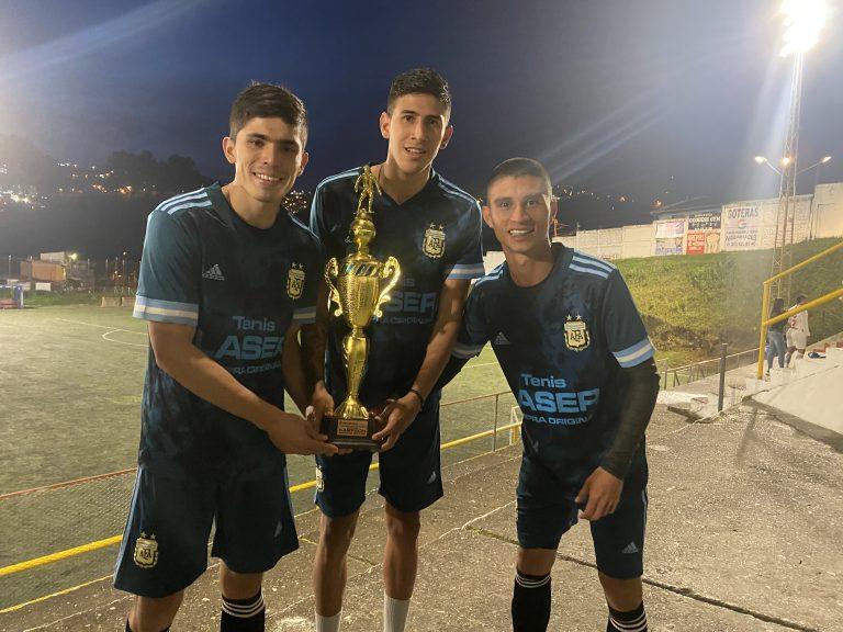 Estudiantes becados de la UManizales ganaron el torneo de fútbol de la Baja Suiza