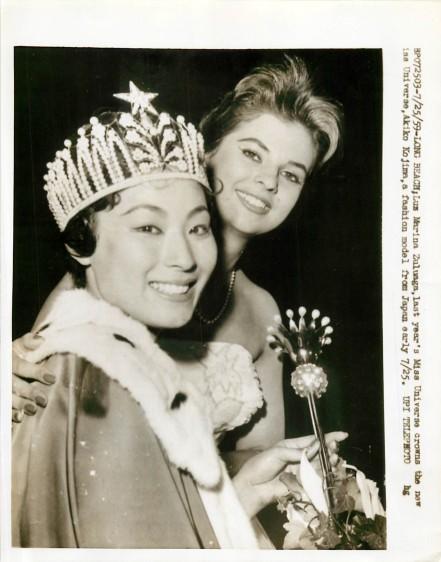 Luz Marina Zuluaga corona a su sucesora Akiko Kojima del Japón