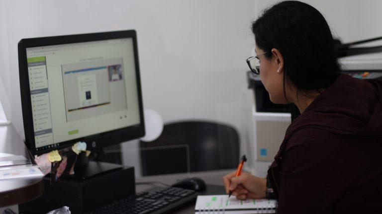 Administrativos de la UManizales mejoran sus competencias en TIC