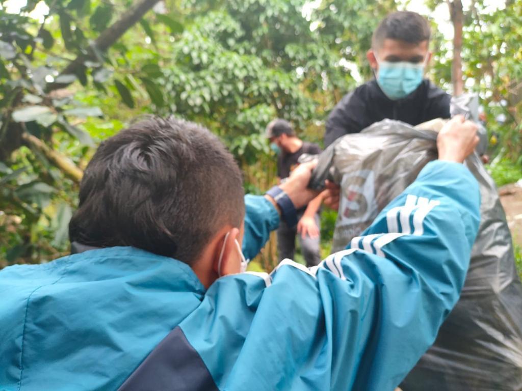 Alcaldía realizó jornada de recuperación ambiental en la ladera de San Fernando