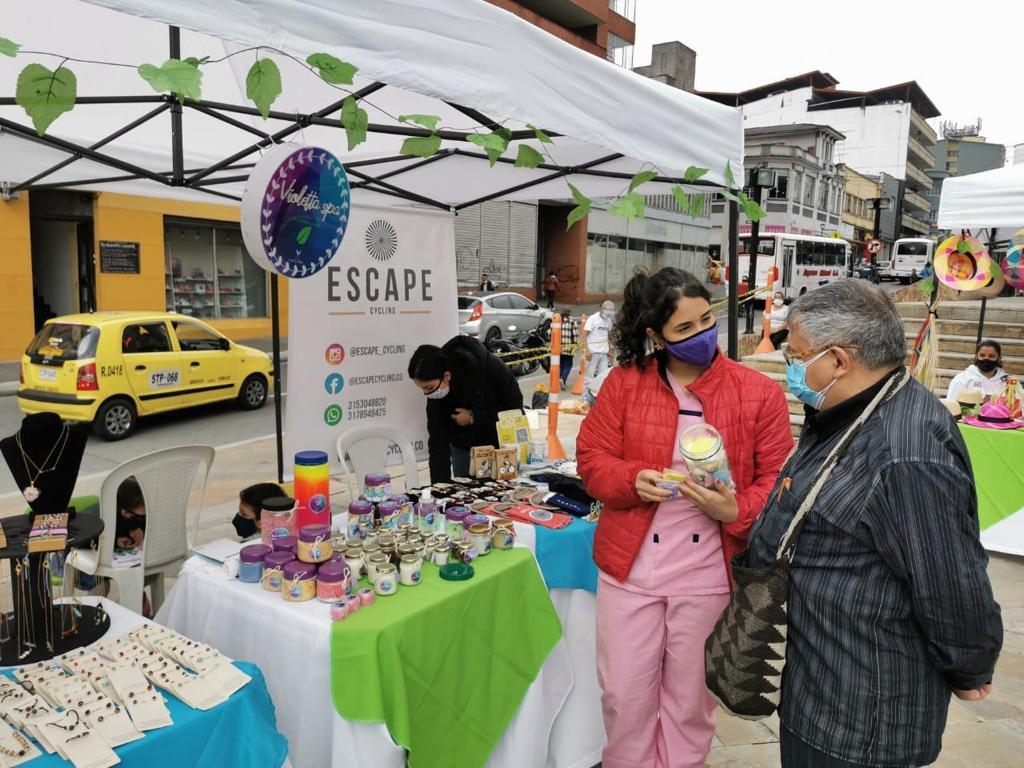 La feria comercial de Barrio Amigo sigue ofreciendo ofrece productos de gastronomía, artesanales, decorativos y de cuidado personal, entre otros.