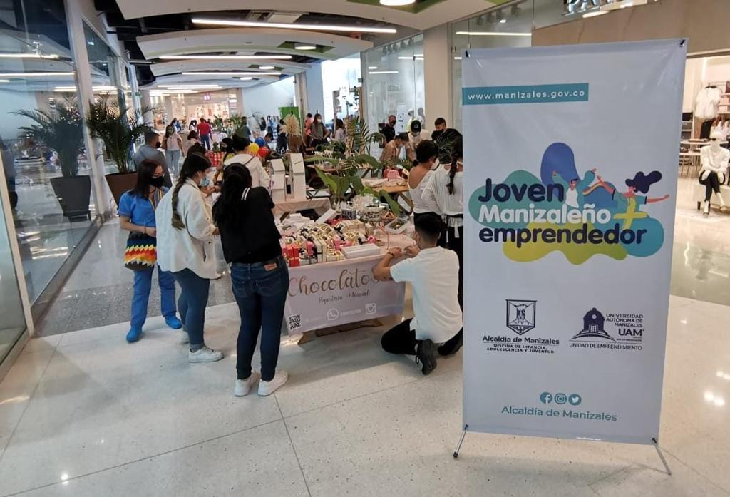 Primera feria comercial de Joven Manizaleño Más Emprendedor, programa de la Secretaría de Desarrollo Social