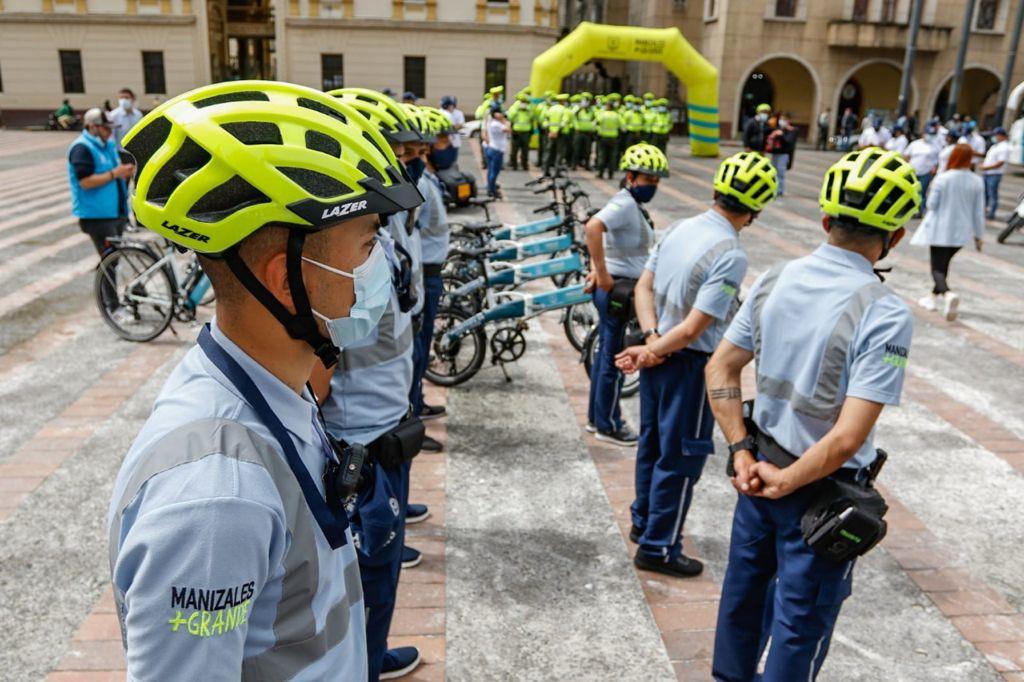 Alcaldía de Manizales entregó 22 vehículos que fortalecerán las labores de las autoridades de tránsito y la movilidad sostenible