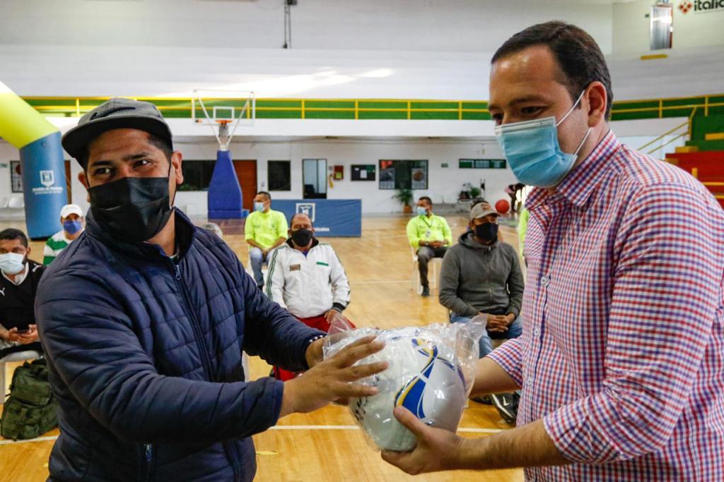 Alcaldía de Manizales entregó dotación deportiva a clubes y semilleros de Manizales