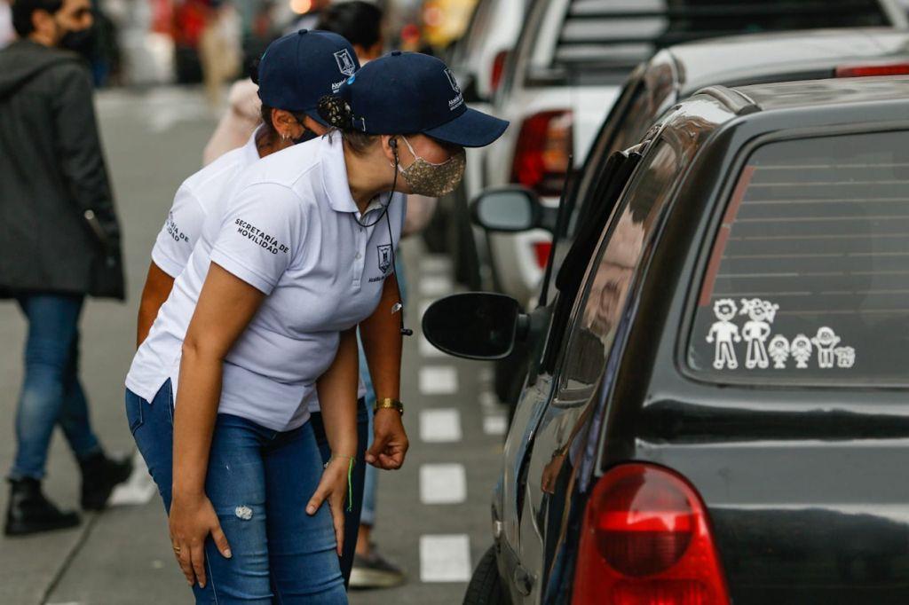 Aprendices del SENA hacen su práctica como agentes de tránsito en la Secretaría de Movilidad