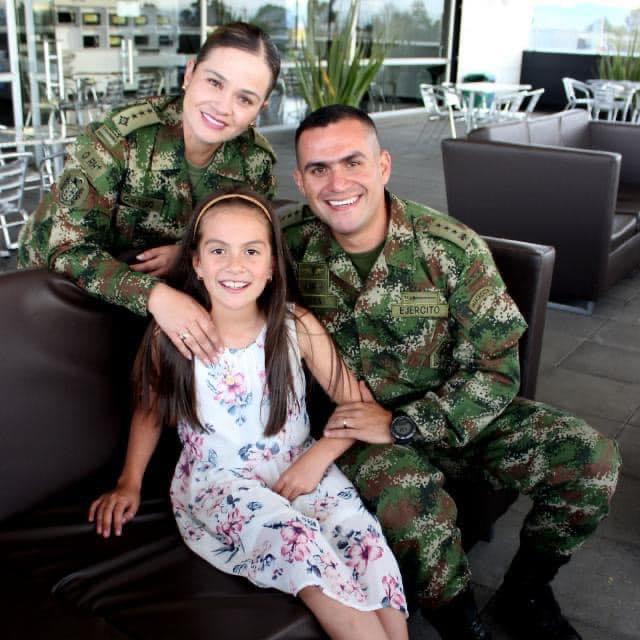 Con 211 años de historia, una mujer entregada al Ejército Nacional cuenta la suya
