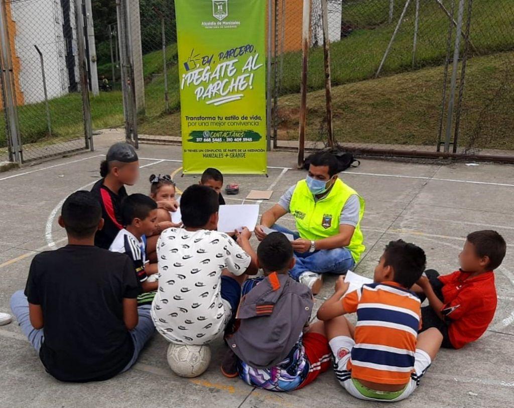 Jóvenes de Manizales se siguen pegando al parche