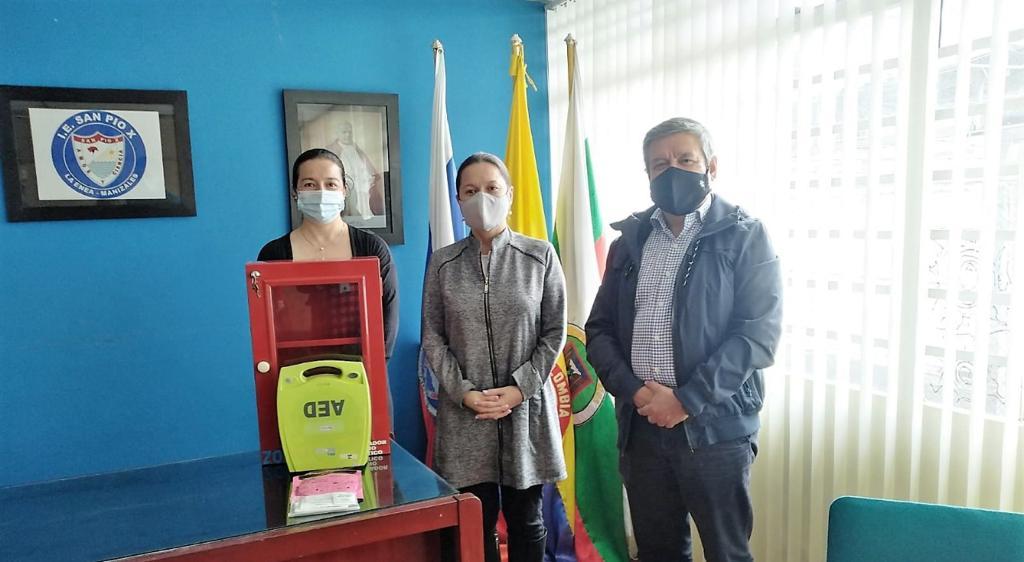 Secretaría de Salud entrega cinco desfibriladores a instituciones educativas de la ciudad