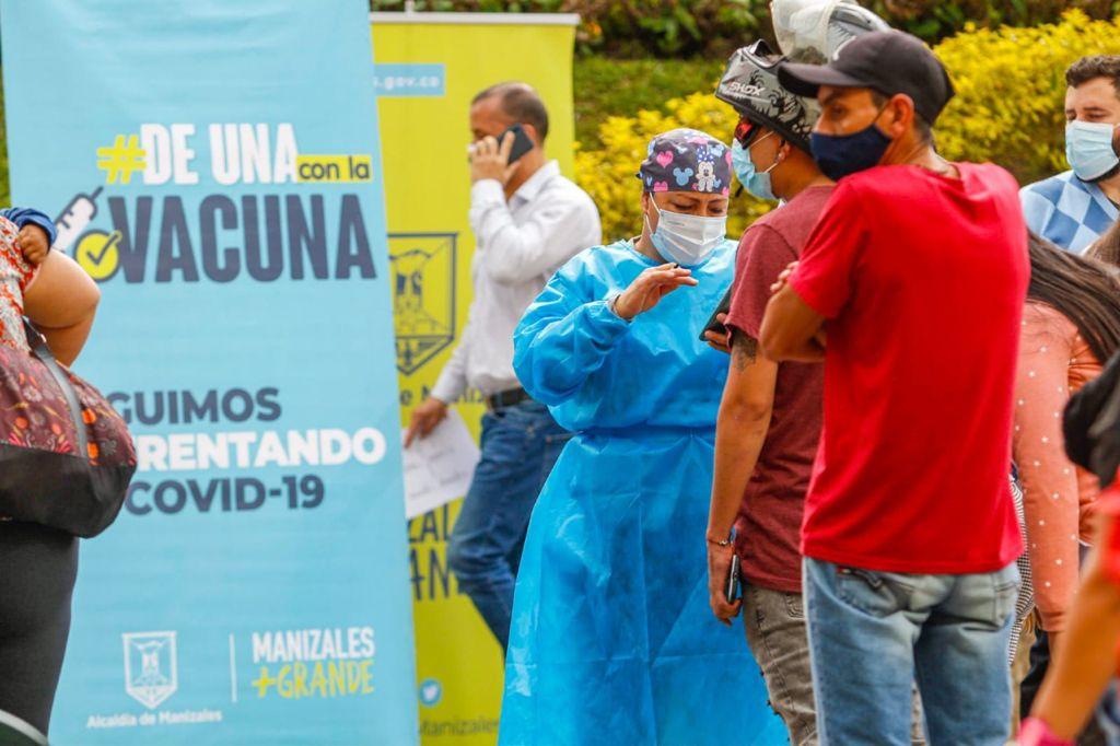 645 manizaleños se vacunaron hoy contra la COVID-19 en la plazoleta de la Alcaldía de Manizales.