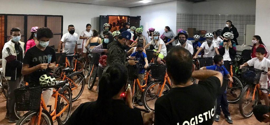 El programa de Manizales en Bici, de la Secretaría de Medio Ambiente realizó una ciclovía nocturna con los niños de Fátima