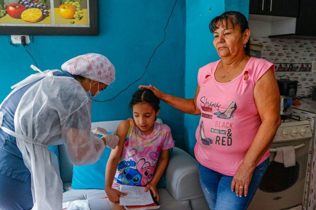 Mañana es día de vacunarse con el esquema regular en 15 puntos disponibles. Uno de ellos, la plazoleta de la Alcaldía.