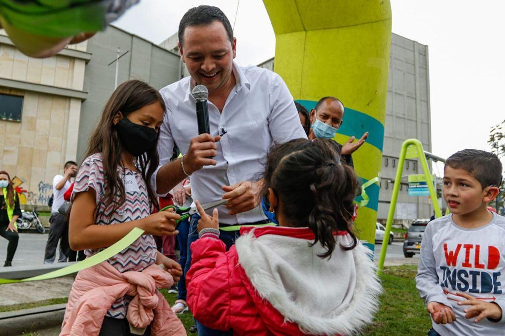 Colibrí, Pato de los Torrentes y Loro Multicolor, los nuevos parques de la Ruta de las Aves inaugurados hoy por el alcalde Carlos Mario Marín Correa