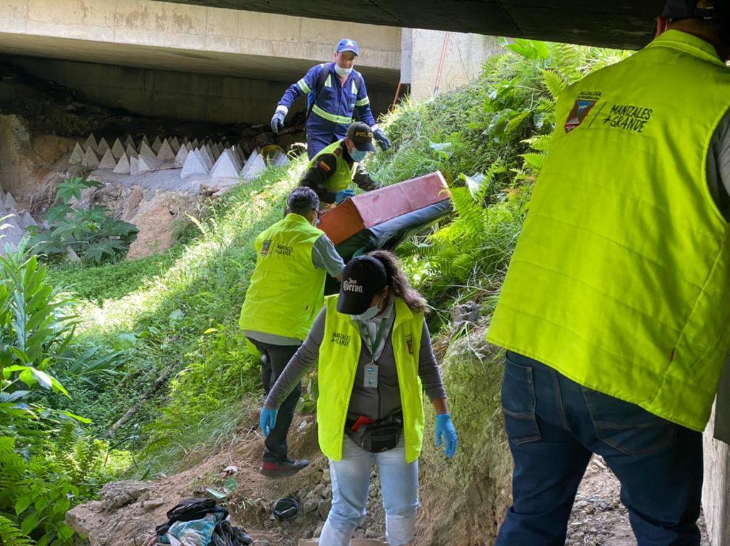 jornada de limpieza en el puente de Los Cámbulos, en la vía Panamericana.