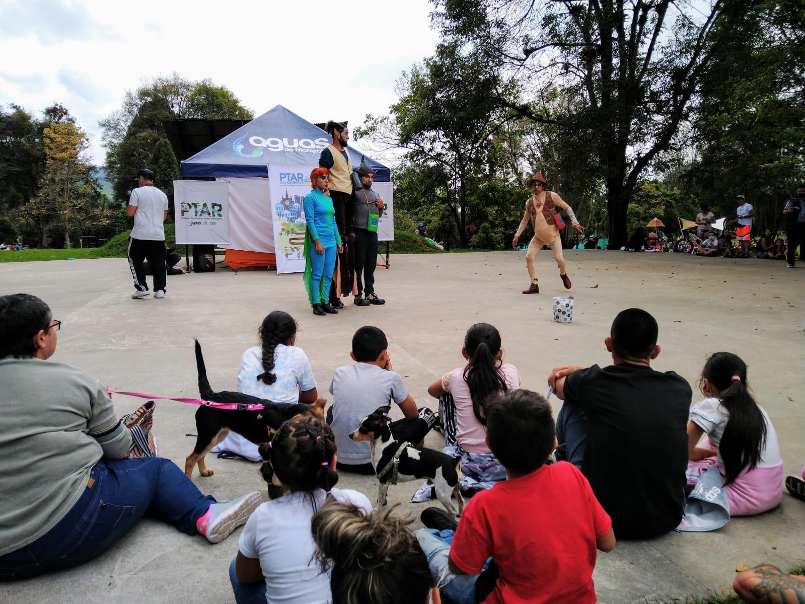 obra de teatro 'Un regalo para el río Chinchiná' como estrategia de socialización del proyecto con la comunidad